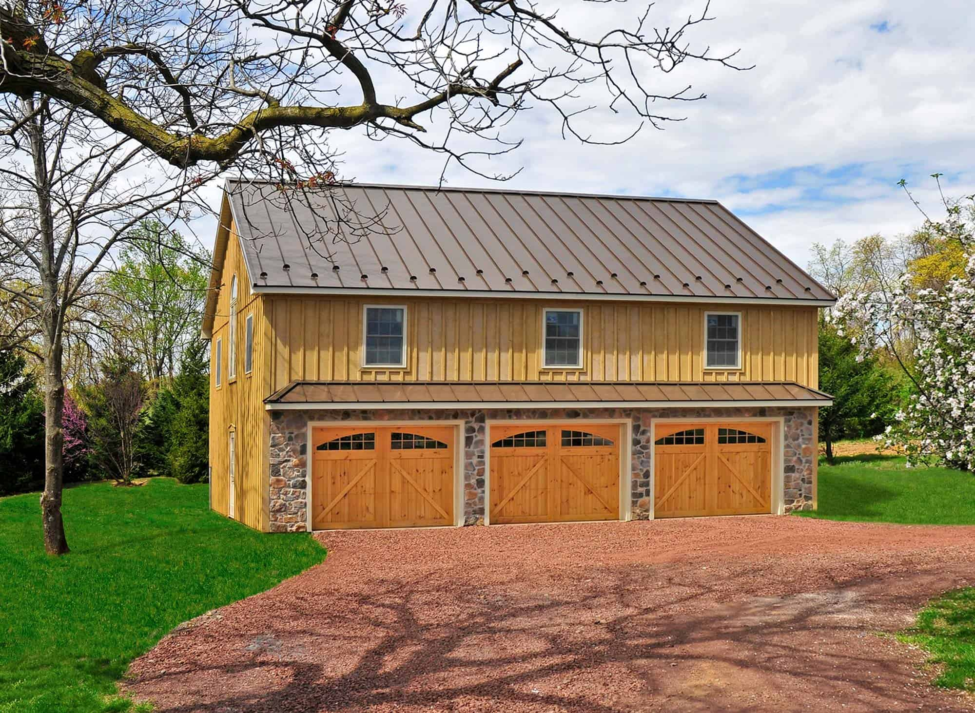 metal roof garage with living quarters