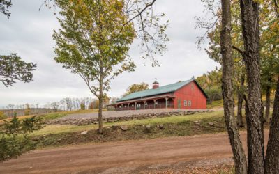 Five Features to Consider For Your Wedding Barn Venue